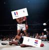 P0413-Neil-Leifer-Ali-Muhammad-Le-Roi-De-Boxe-KO-combats-affiche-45x45-cm.png